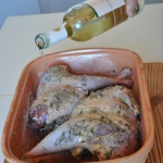Pour 2 dl of the dry white wine on the pheasants